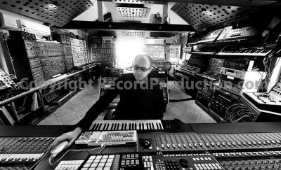 42_tom_rowlands_chemical_brothers_studio1(2).jpg