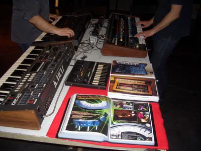 BOOK SYNTHESIZERS CLASSICAL LEGENDS PART TWO, DESING AND MORE J.LANDEIRA & M.C.V. LAG JEAN MICHEL JARRE PAGE !.JPG