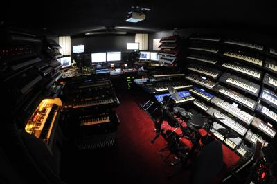 synth-cave-massive-collection.jpg