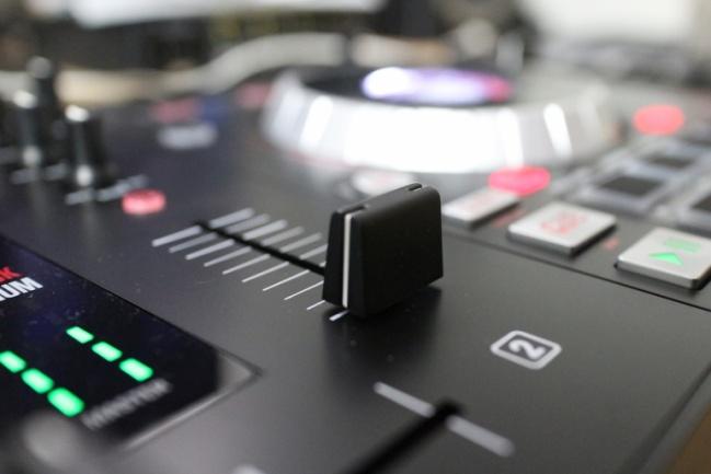 Numark mixtrack platinum lo probamos a fondo hispasonic for Mesa de mezclas virtual