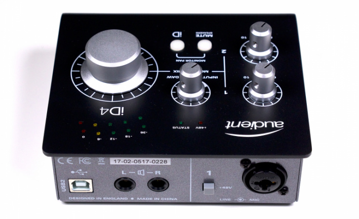 Audient iD4 Black trasera