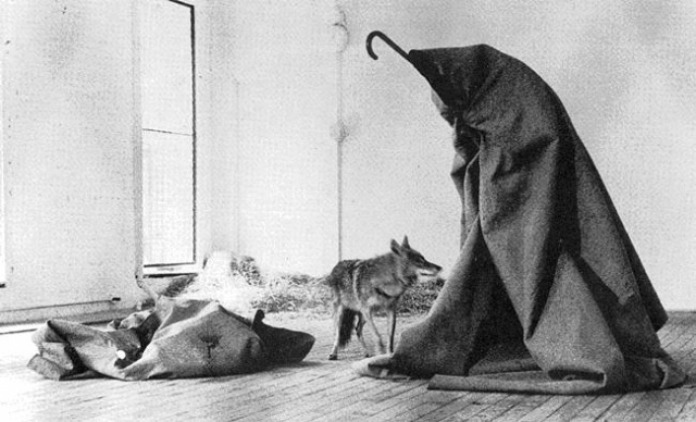 Joseph Beuys y su famoso coyote