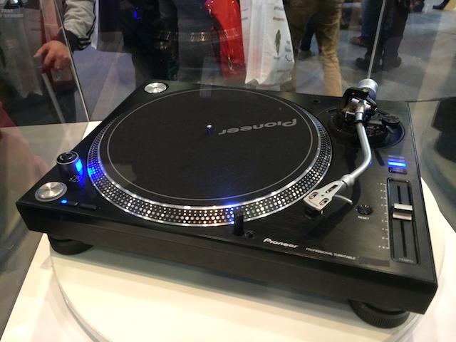 Pioneer muestra un giradiscos profesional hispasonic - Plato discos vinilo ...