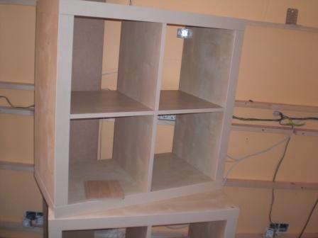 Acondicionar room de dj hispasonic for Mueble cuadrados ikea