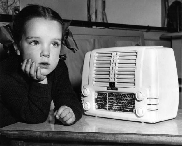Escuchando la radio