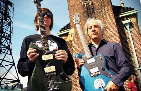 Thurston Moore y Lee Ranaldo con sus Jazzmaster