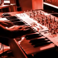 Macbeth trabaja en un nuevo sintetizador estéreo