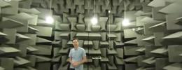 Escucha y recorre una cámara anecoica en este vídeo a 360 grados