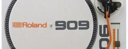 Roland TT-99 y DJ-99, mesa de mezclas DJ y plato conmemorativo