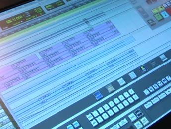 Raven MTi de Slate Pro Audio, exprimiendo la pantalla táctil