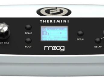 Dorit Chrysler acaricia el nuevo Moog Theremini