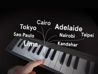 Un piano que captura emisiones de radio