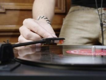 Escuchar música es la actividad cultural preferida de los españoles