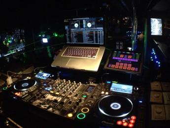 Los ordenadores en la cabina del DJ, ¿ahora sobran?