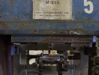 Trece máquinas de prensar vinilos olvidadas por el tiempo
