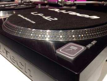 DJ Tech muestra un nuevo prototipo de su plato