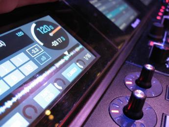 NS7-III y DDJ-SZ-N: controladores de muy alta gama en Musikmesse