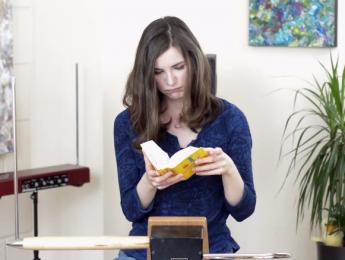 Carolina Eyck publica una introducción al theremin en español