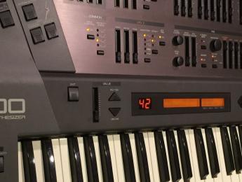 Retrospectiva Roland JD-800: sonidos y artistas