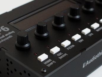 Audiothingies P6, seis voces VA de bolsillo
