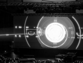 Trascendiendo la música electrónica: Robert Henke y sus sonoros mundos de láser