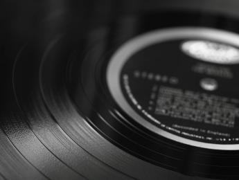 Escuchar música sigue siendo la actividad cultural preferida en España