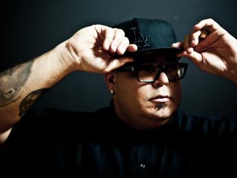 """DJ Sneak: """"Si nunca en tu vida has tocado un maldito vinilo, no eres un DJ"""""""