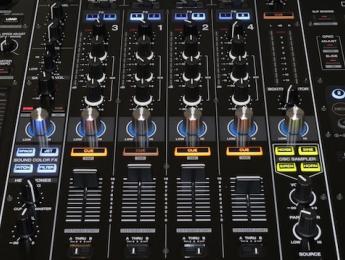 Review del controlador Pioneer DDJ-RZ