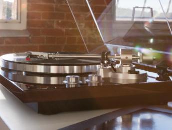 Akai BT500, un plato con bluetooth y tarjeta de sonido integrada