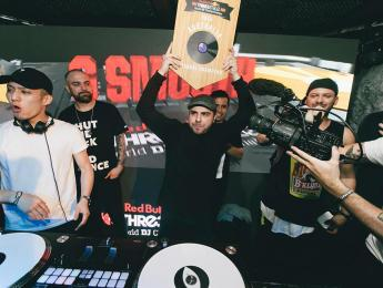 El DJ ganador del Redbull Thre3style Australia, destronado por playback