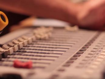 Conoce todo lo que hay detrás del sonido para cine en este documental en español