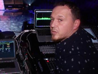 Instalación de sonido directo en los Premios Max, con Alberto Liras
