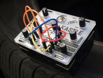 Kastle, uno de los sintes modulares más pequeño jamás creado