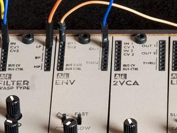 AE modular, un formato de sintes modulares miniatura inspirado en los Volca de Korg