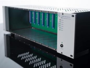 Rupert Neve R10 aloja 10 módulos serie 500 en rack