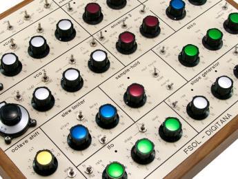 Digitana SX-1, un sintetizador de estética EMS