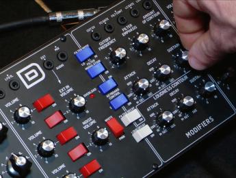 Behringer D, el clon de Minimoog: primer contacto y demo de sonido