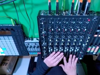 Paco Osuna y MODEL 1, el mezclador DJ de Richie Hawtin