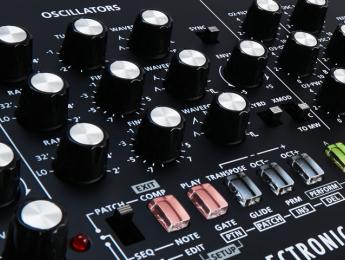 Bombazo de Roland y Studio Electronics: SE-02, un sinte de inspiración MiniMoog