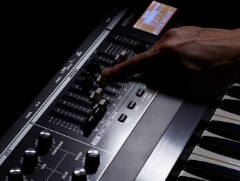 Roland V-Combo VR-730 y VR-09B, nuevos teclados de directo