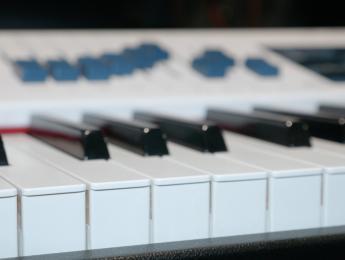 Dexibell Vivo S9, un piano digital de escenario que quiere competir con los grandes