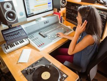 Mujeres productoras, la excepción al otro lado del estudio