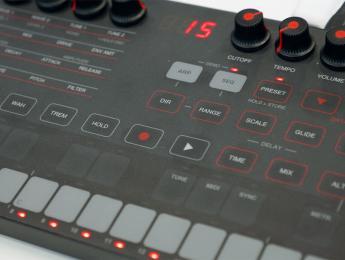 IK Multimedia UNO Synth: primer contacto y demo de sonido
