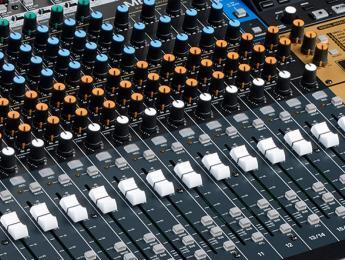 Tascam Model 24 es una grabadora multipista, interfaz y mixer a 24 canales de aire retro