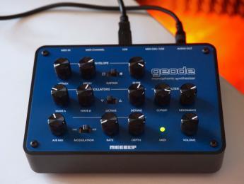 MeeBlip geode, cuarta generación del compacto sinte hardware