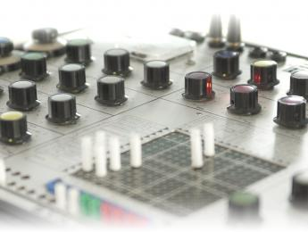 Arturia V Collection 7 añade Mellotron, EMS Synthi AKS / VCS3, y Casio CZ
