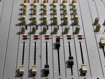 Retro Review de D&R Clubmix, el broadcast adaptado a la cabina DJ