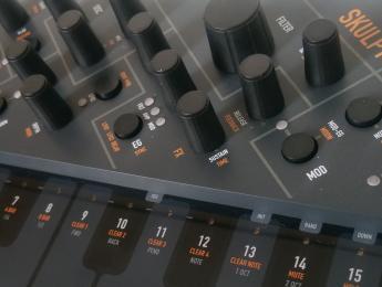 Review de Modal Skulpt, un sinte polifónico ultraligero
