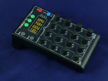 Faderfox EC4, un compacto controlador MIDI cargado de potenciómetros