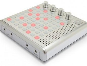 Bliptronic 5000, sintetizador de LEDs de Think Geek